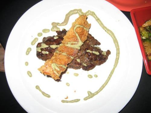 sauce couleur verte indeterminee et decoration culinaire