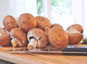 réussir une sauce : préparer les champignons